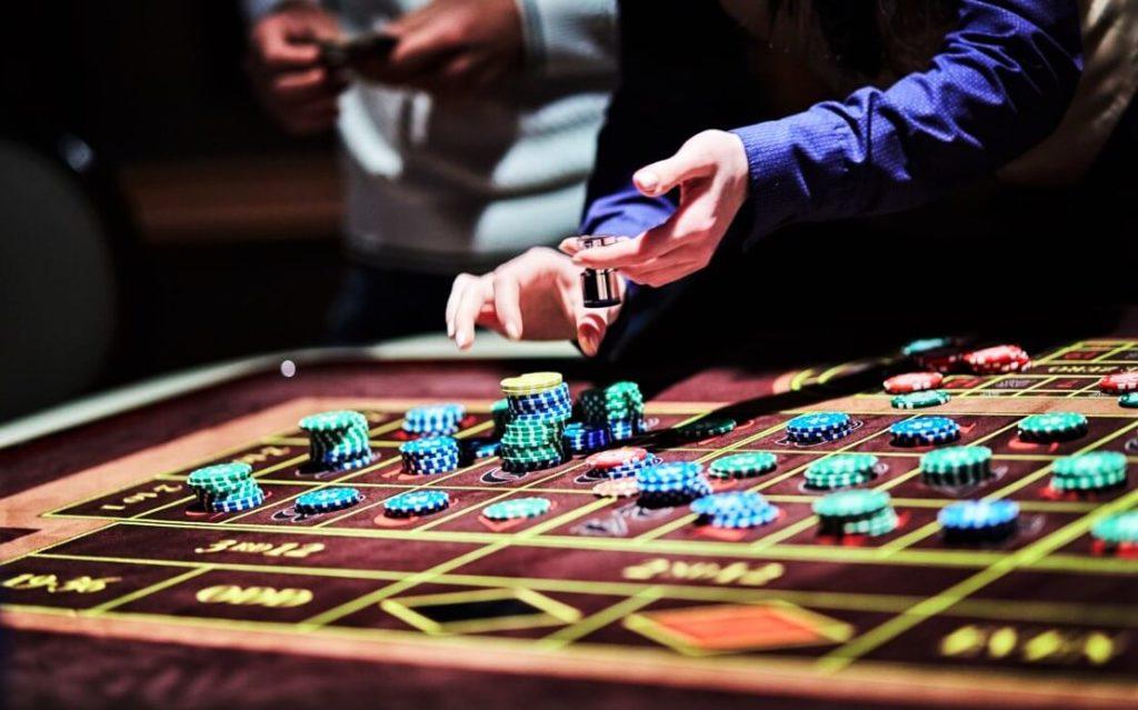 Играть на деньги в казино в игровые автоматы sunquer бонусы онлайн казино webmoney